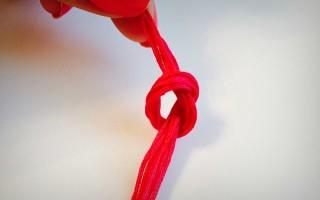 Как правильно завязывать узел на нитке в начале и конце шитья — простой алгоритм