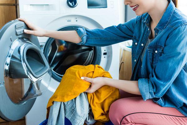 Чистка одежды от смолы