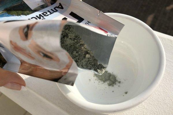 Косметическая глина для очистки одежды